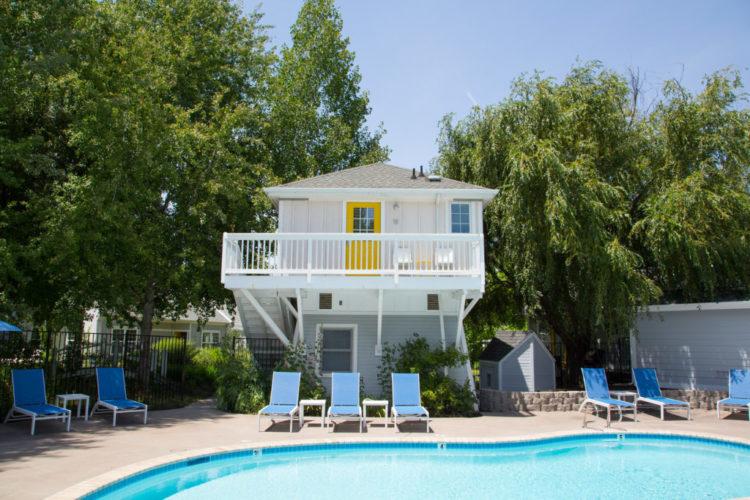 Lithia Springs Resort pool