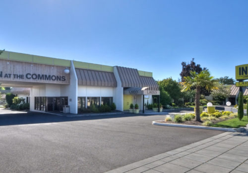 Inn at the Commons, Larks Restaurant, Medford, Oregon, Neuman Hotel Group